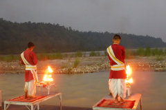 Rishikesh Triveni Ghat Aarti - Aarti is in progress