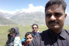 Manali Rohatang Pass - Family Photo on the opposite side of the Pass