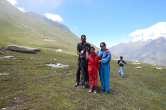 Manali Rohatang Pass - Family, below the hill