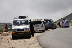Manali Rohatang Pass - Other tourists to the Pass are parked