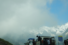 Manali Rohatang Pass - People just after arriving at the Pass