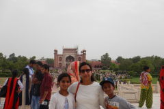 Taj Mahal - Family in front of the Monument