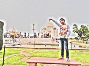 Feature - Taj Mahal - Nandan is showing off in a convert