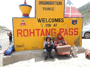 Featured Image - Manali Rohatang Pass - At the BROs land mark