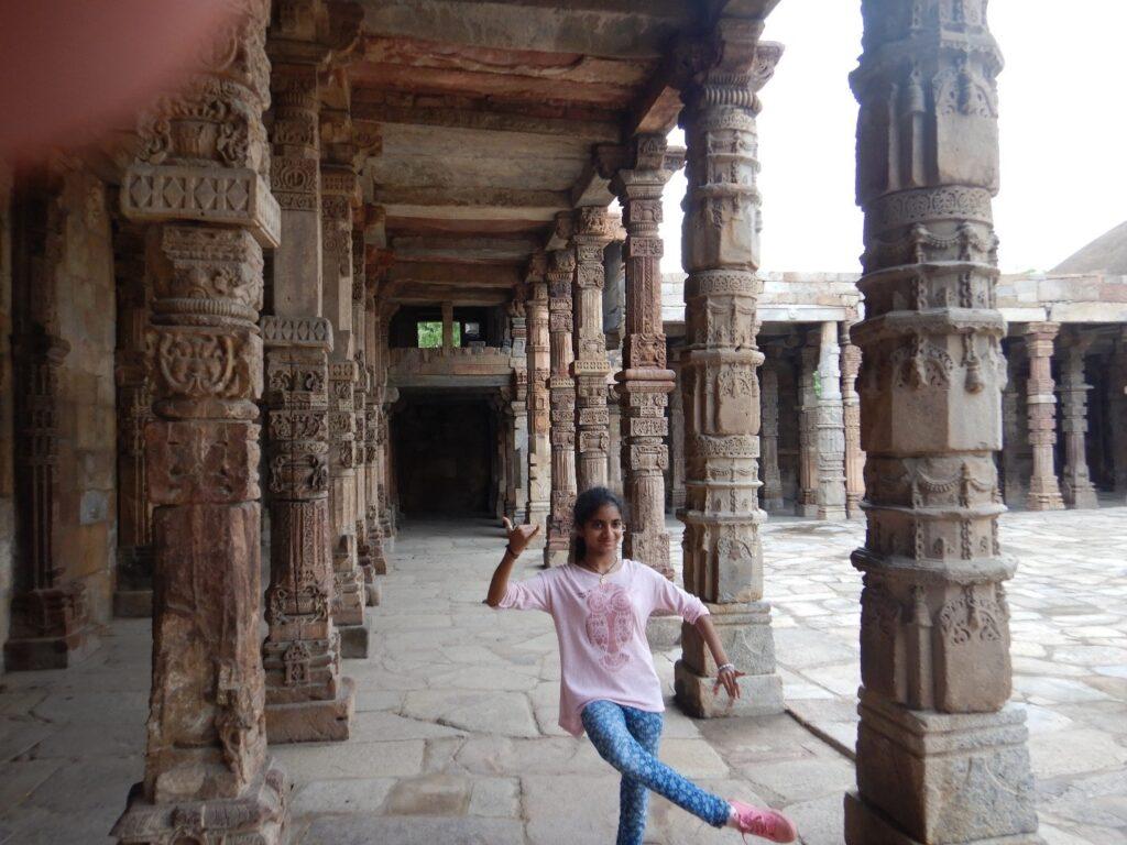 At Qutb Minar - Dancers Pose