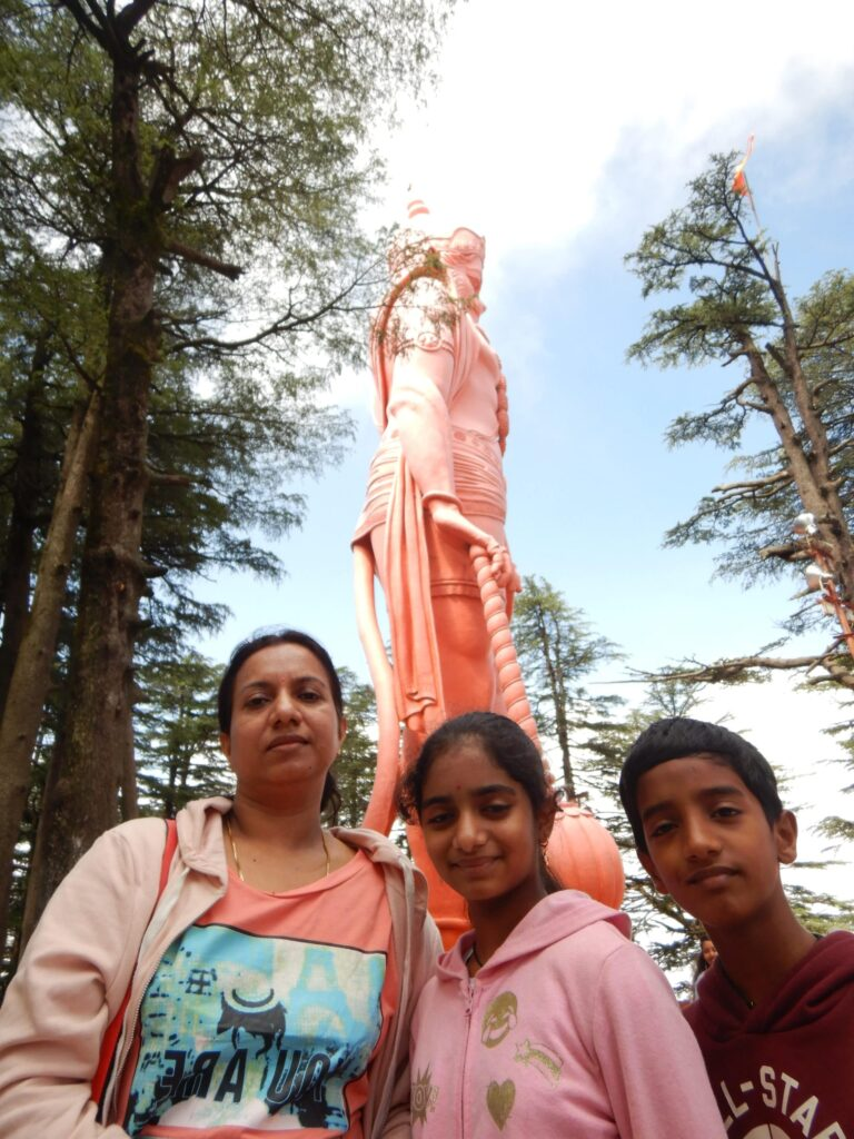 In front of the Hanuman Statue - Jakhoo temple