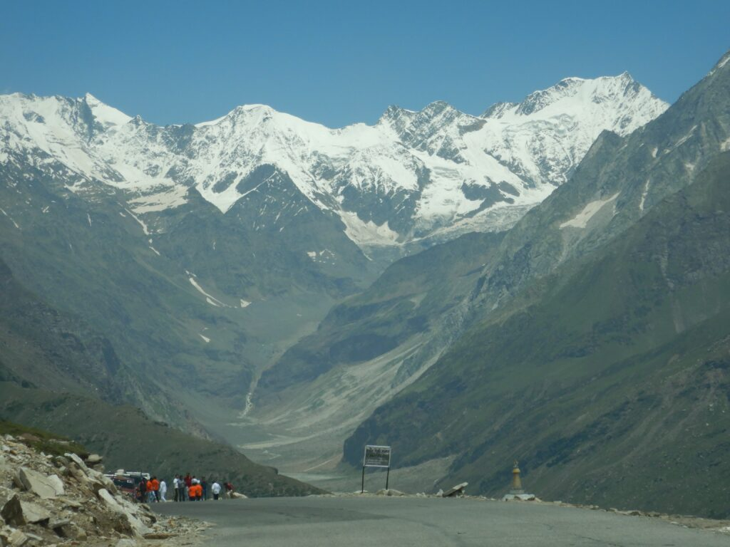 Rohtang Pass - Amazing landscape of Mountains - on the way to Rohtang Pass